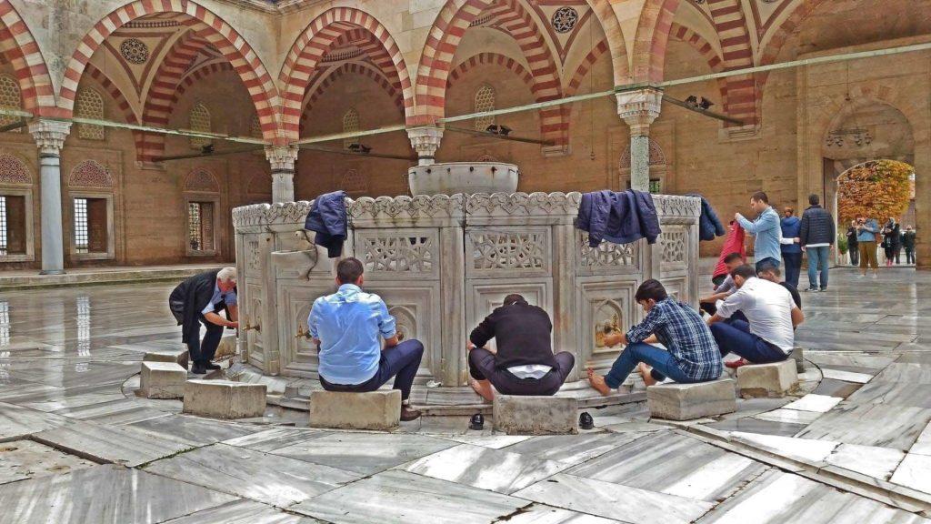 Moschea Selimiye, il rito delle abluzioni.